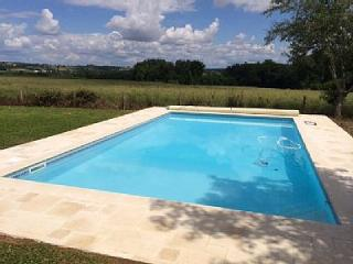 Beautiful Farmhouse, heated pool, private setting - Castillonnes vacation rentals