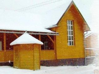 Nice Cottage with Satellite Or Cable TV and Parking - Oscadnica vacation rentals