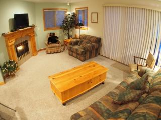 2 bedroom House with Internet Access in Sun Peaks - Sun Peaks vacation rentals