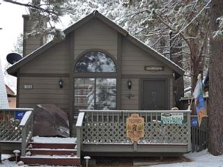 Pine Tree Retreat ** HOT TUB ** - Big Bear City vacation rentals