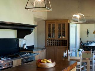 Perfect Villa with Shared Outdoor Pool and Hot Tub - Gavorrano vacation rentals
