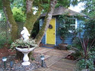 Mulberry Cottage - Self Contained - Hot-Tub - Saanich vacation rentals
