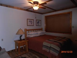 Cozy in town Condo 3, sleeps 2 with full kitchen - Red River vacation rentals