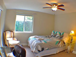 A Queen Bed and a Private Bath - San Rafael vacation rentals