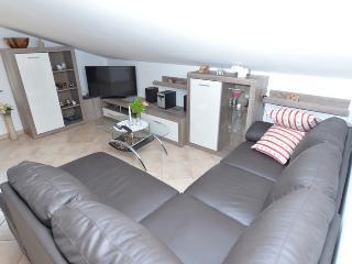 Cozy 2 bedroom Fazana Apartment with A/C - Fazana vacation rentals