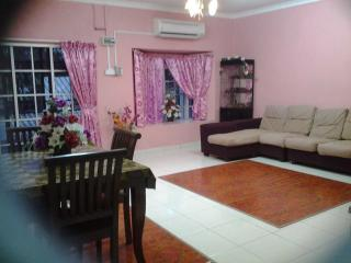 Anakkita Homestay Aliyya@Benut (for Muslim) - Benut vacation rentals