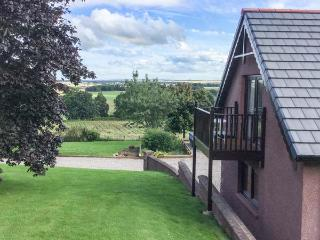 THE ROOFSPACE AT BRAESIDE, WiFi, great views, Edzell, Ref 929430 - Edzell vacation rentals
