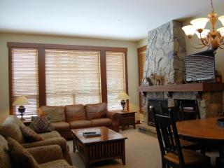 Big White Stonebridge Lodge 3 Bedroom Condo with Private Hot Tub - Big White vacation rentals