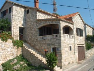 00301SPLI  A1(6+2) - Splitska - Splitska vacation rentals