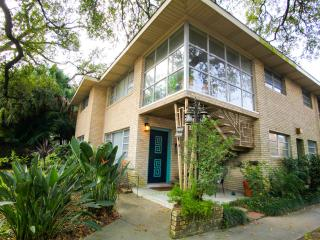 Amazing Uptown Location w Parking on Beautiful Napoleon Ave. - New Orleans vacation rentals