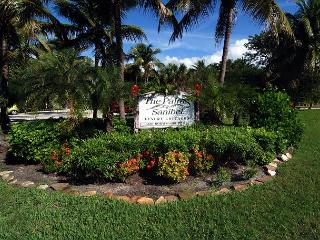 Charming one bedroom cottage in the heart of Sanibel - Sanibel Island vacation rentals