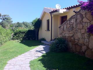 Trilocale con giardino e solarium, Pittulongu - Golfo Aranci vacation rentals