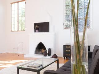 Tasteful 2 Bedroom Apartment in the Hollywood Hills - Los Angeles vacation rentals