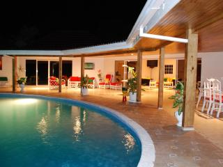 Spacious Villa with Internet Access and A/C - Runaway Bay vacation rentals
