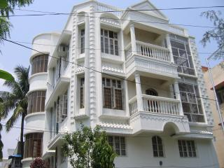 AC Furnished 5 Bed 3 Bath 2000sft  Gated House Security - Kolkata (Calcutta) vacation rentals