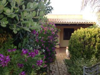 ELEGANTE VILLA con GIARDINO e GAZEBO in RESIDENCE - San Vito lo Capo vacation rentals
