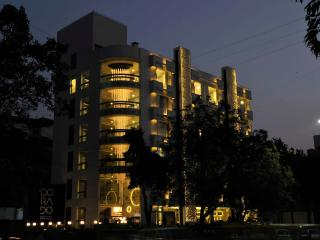40 bedroom Apartment with Housekeeping Included in Ahmedabad - Ahmedabad vacation rentals