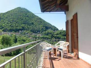 2 bedroom Condo with Washing Machine in Schignano - Schignano vacation rentals