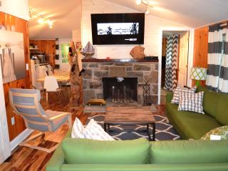 Updated And Cozy House In A Gated Community - Pocono Lake vacation rentals