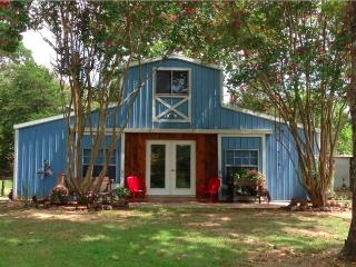 The Blue Barn at Myrtle Springs Mountain - Larue vacation rentals