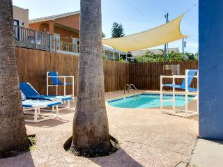 Cozy, dog-friendly guest house for 4 - shared pool, beach access nearby! - South Padre Island vacation rentals