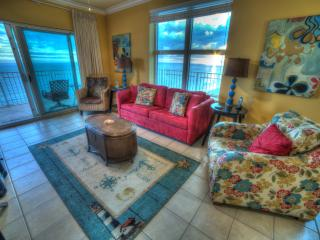 CRYSTAL SHORES, Great corner unit wrap around deck, great views, reviews & PERKS - Gulf Shores vacation rentals