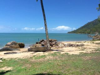 Beautiful House with A/C and Garage - Cairns vacation rentals