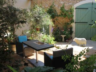 Lovely Cottage with Internet Access and Central Heating - Quarante vacation rentals
