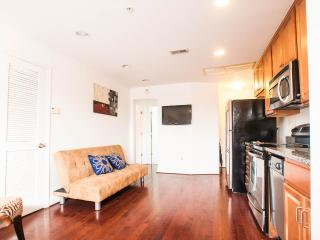 Sunny 3 bedroom Pennsylvania Ave. Condo - Washington DC vacation rentals