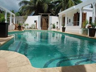 loue propriete  en 4 parties pour 2 a 14 personnes - Ambatoloaka vacation rentals
