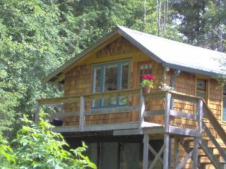 Charming studio guest cottage on Quadra Island - Quathiaski Cove vacation rentals