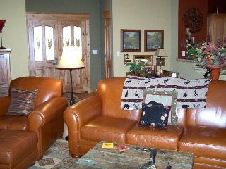 #249 EUREKA SPRINGS Custom Home on private street, beautifully furnished! $240.00 - $275.00 BASED ON 4 PERSON OCCUPANCY AND NUMBER OF NIGHTS (plus county tax, SDI, and processing fee) - Graeagle vacation rentals
