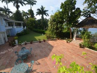 Bright House with A/C and Shared Outdoor Pool - Ocho Rios vacation rentals