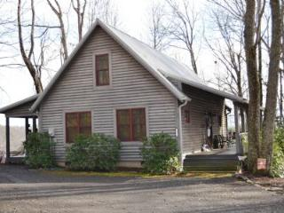 Cozy 3 bedroom Cabin in West Jefferson with Deck - West Jefferson vacation rentals