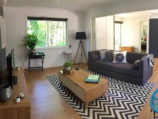 Beautiful 1 bedroom House in Stirling with Long Term Rentals Allowed (over 1 Month) - Stirling vacation rentals