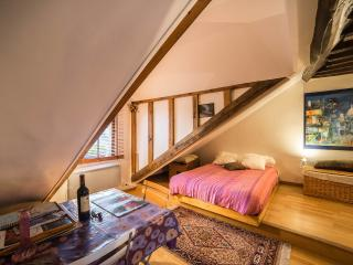 Studio Norvins - Paris vacation rentals