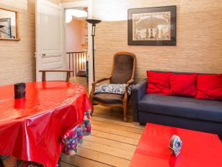UNE MAISON AU PIED DE MONTMARTRE - Paris vacation rentals
