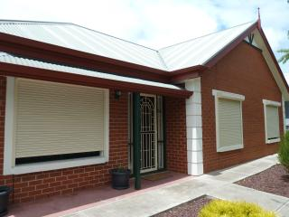 Neat & Cosy Nailsworth - Adelaide vacation rentals