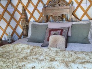 Romantic & Cosy Yurts - 4 poster or group yurts - Lysos vacation rentals