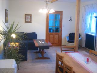 Sunny 2 bedroom Grundlsee Apartment with Television - Grundlsee vacation rentals