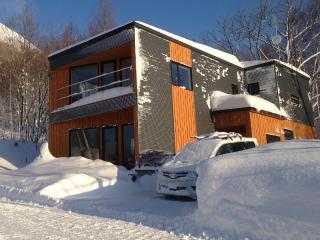 4 bedroom chalet 750m from Rusutsu ski lifts - Rusutsu-mura vacation rentals