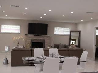 6 bedroom House with Internet Access in Hollywood - Hollywood vacation rentals