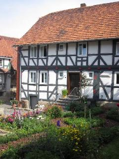 LLAG Luxury Vacation Apartment in Gudensberg - 431 sqft, country style living south of Kassel, comfortable,… - Gudensberg vacation rentals