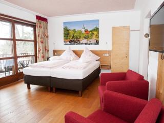 Double Room in Seehausen am Staffelsee - bright, has lots of amenities, spacious (# 9287) - Seehausen am Staffelsee vacation rentals