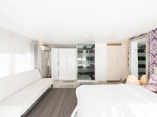 Easy check in 7 PAX FREE HIGH SPEED WIFI MAD-CITY - Madrid vacation rentals