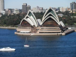 Lovely Condo with Internet Access and Washing Machine - Kirribilli vacation rentals