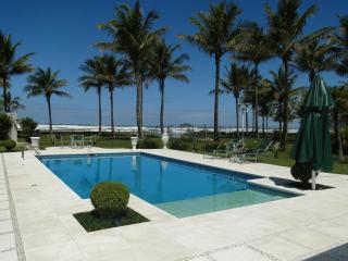 Mansão na Riviera de São Lourença - pé na areia - Bertioga vacation rentals