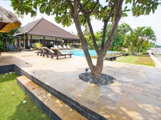 Beautiful 6 bedroom Dencarik Villa with Internet Access - Dencarik vacation rentals