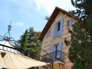 Stylish villa-chateau w large private pool/wifi in Provence Cote d'Azur - Tourrette vacation rentals