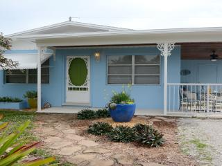 Cozy Updated House Near Beaches & Downtown Stuart - Stuart vacation rentals